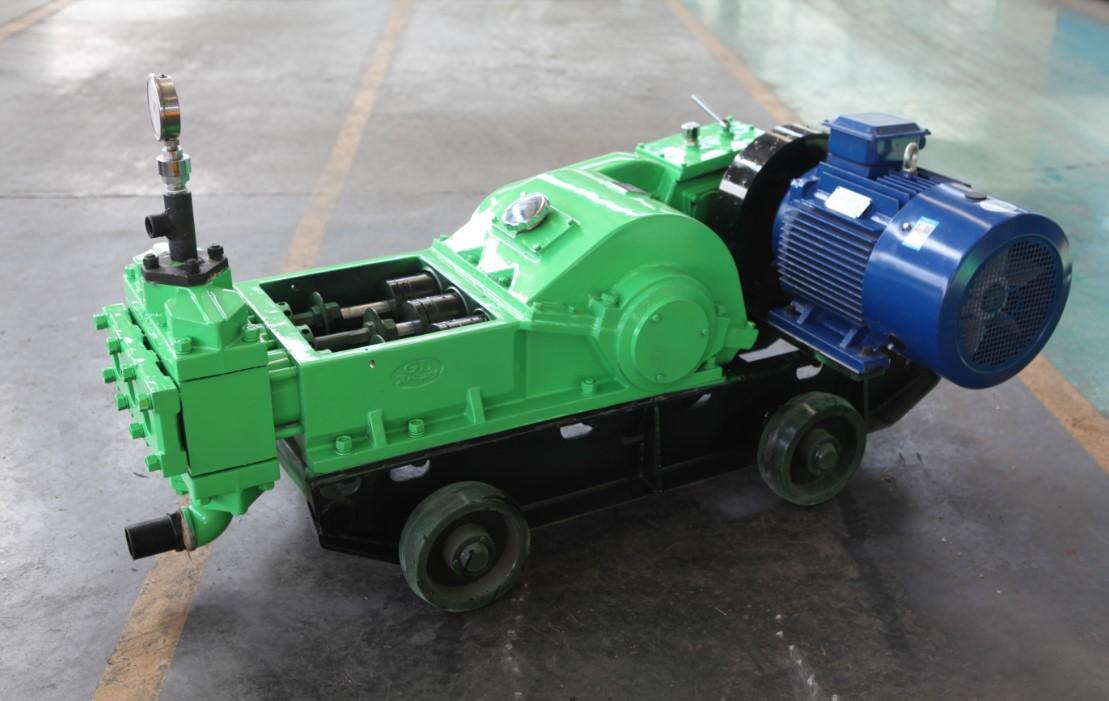 三柱塞式高压注浆泵.JPG